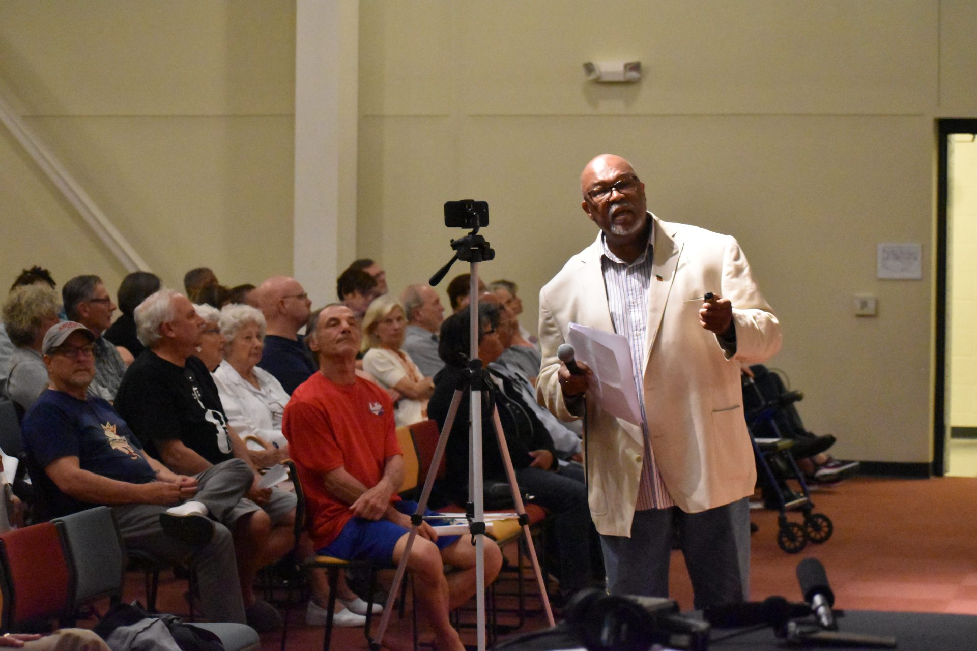 Historian Jeff Kirkland speaks to a crowd at Logos Academy in York on April 23, 2019.
