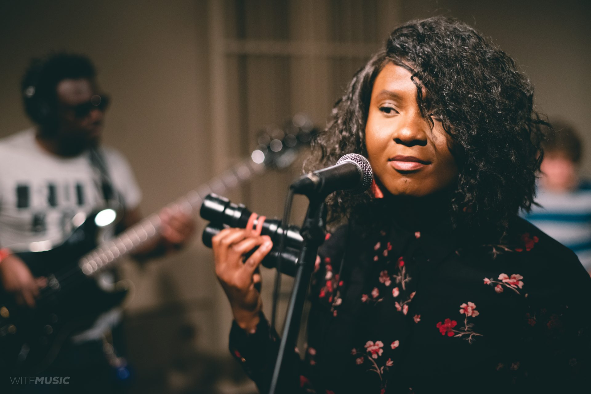 Momo Baz sings with Emmanuel Nsingani