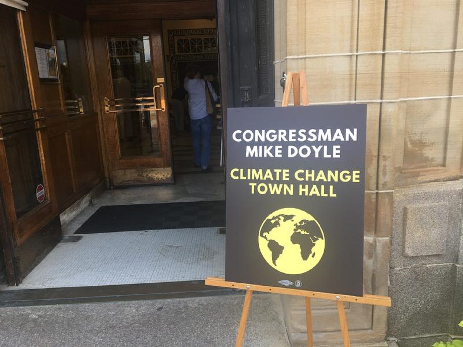 Congressman holds climate change town hall in Pittsburgh | StateImpact Pennsylvania