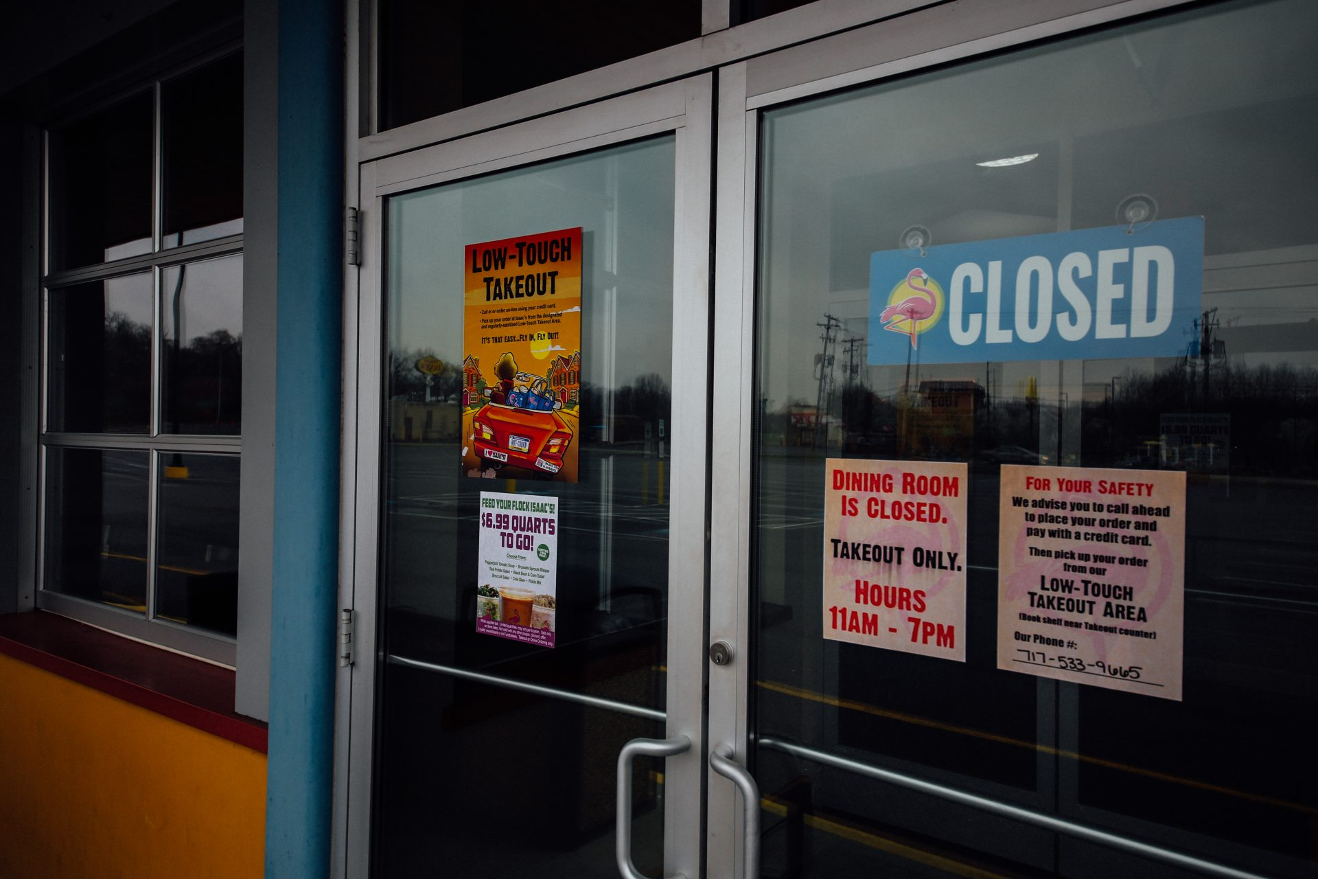 Closed signs are on the front door of Isaac's Restaurant in Hummelstown. April 1, 2020.
