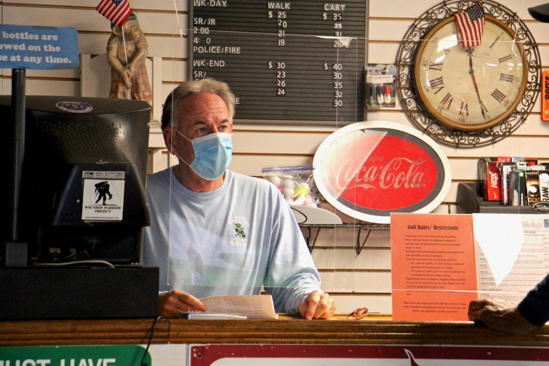 Bob Wheeler, manager of Juniata Golf Club, serves a customer. (Emma Lee/WHYY)
