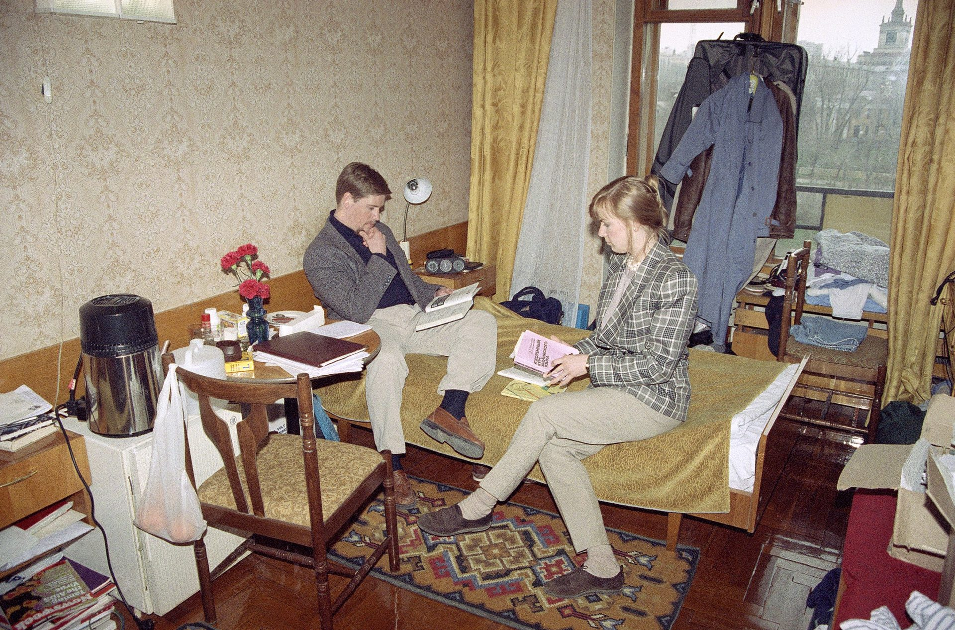 Peace Corps volunteers Kelly Taylor Walker and her husband Robert Walker work and live out of their cramped Volgograd, Russia hotel room, April 27, 1993.